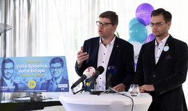 Předseda TOP 09 a lídr kandidátky Jiří Pospíšil (vlevo) a europoslanec a lídr kandidátky za STAN Stanislav Polčák