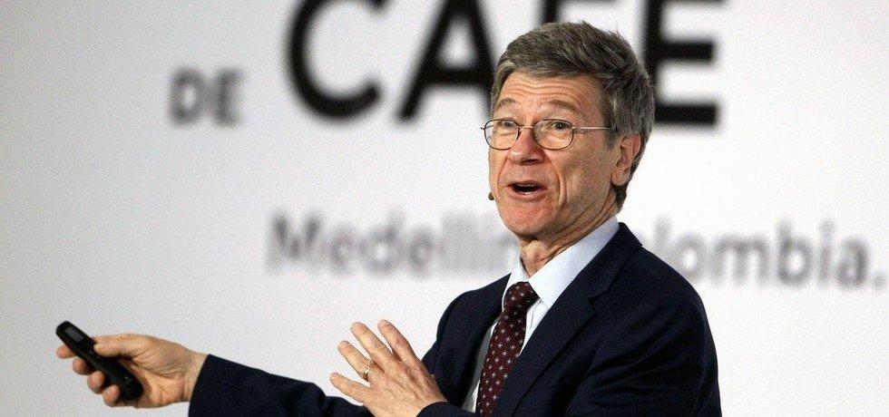 Ekonom Jeffrey Sachs kritizuje Trumpa a fosilní lobby