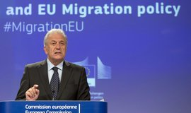 Komisař pro vnitro Dimitris Avramopulos