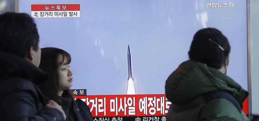 Start severokorejské rakety dlouhého doletu v jihokorejské televizi