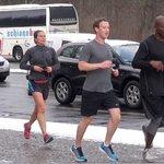 Mark Zuckerberg při běhu v Berlíně v roce 2016.