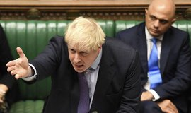 Johnson po porážce od poslanců odložil přijímání zákona k brexitu