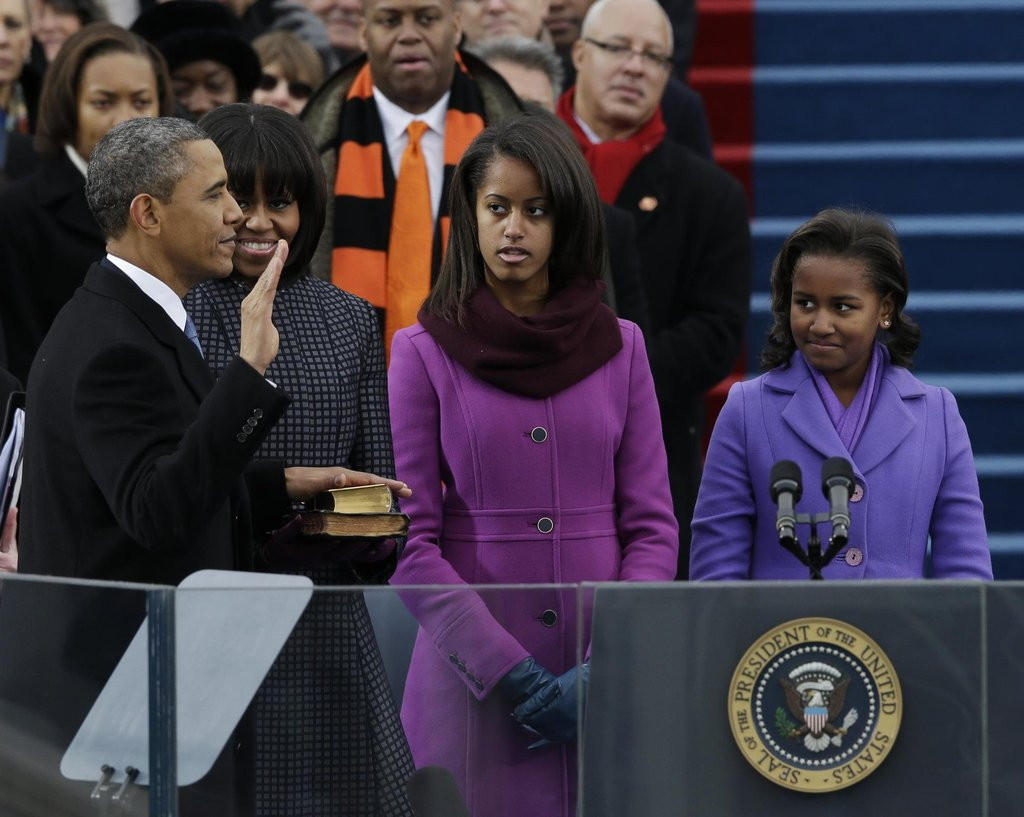 Barack Obama složil v roce 2013 slib před zraky národa i manželky Michelle a dcer Sashy a Malii