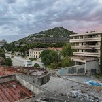 Kupari (Chorvatsko) - Kupari bylo rezidenční oblastí plnou luxusních hotelů. V roce 1991 bylo během bojů za nezávislost Chorvatska poničeno a od té doby chátrá. Kdysi jedna z perel Adriatického pobřeží, kterou měli v oblibě hlavně armádní důstojníci.