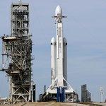Falcon Heavy na před startem