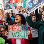 Studenti škol protestují proti nedostatečné ochraně klimatu britské vlády v Londýně.