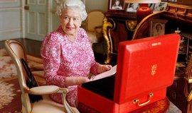 Britská panovnice Alžběta II. v Buckinghamském paláci