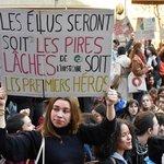 Studenti škol protestují proti nedostatečné ochraně klimatu v Paříži.