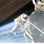Randy Bresnik při opravě ISS v roce 2009.