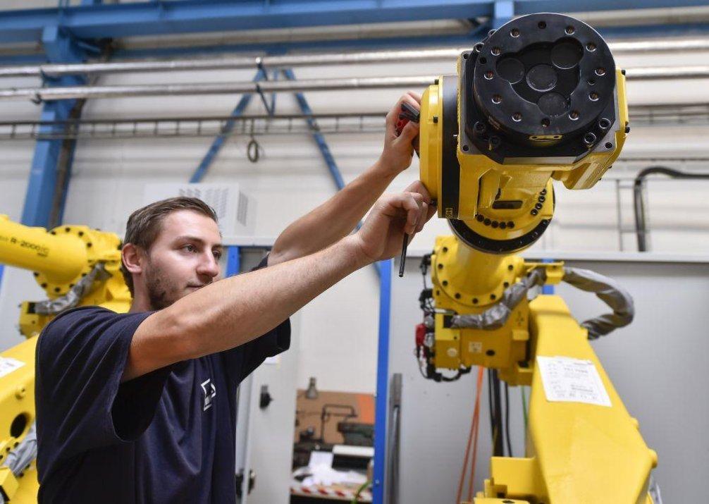 Výroba robotické svařovací buňky, ilustrační foto
