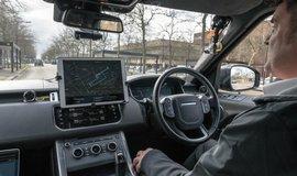 Na autonomním parkování pracuje Jaguar Land Rover.