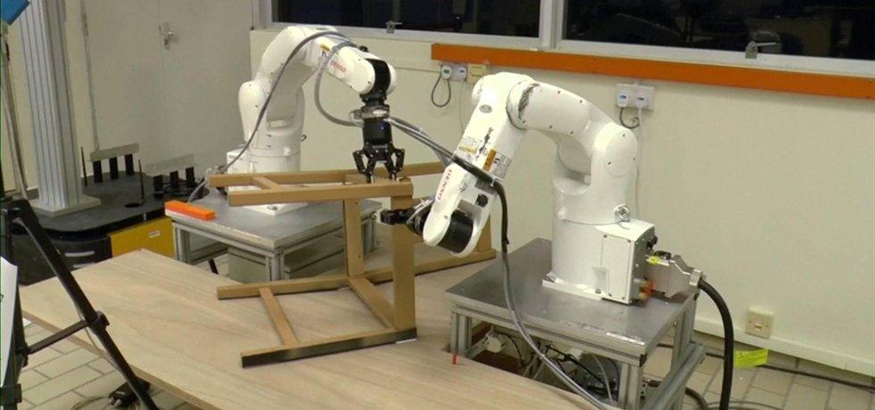 Robot od singapurských vědců zvládl sestavit židli od IKEA za dvacet minut