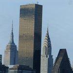 Chrysler Building byl jedenáct měsíců nejvyšší budovou světa. V roce 1931 ho předstihl Empire State Building. Výška budovy o 77 patrech činí 319 metrů. Do dnešní doby je nejvyšší cihlovou budovou na světě.
