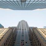 Na stavbu Chrysler Building bylo použito téměř 400 tisíc nýtu, skoro 30 tisíc tun oceli a více než 3,8 milionu ručně položených cihel.