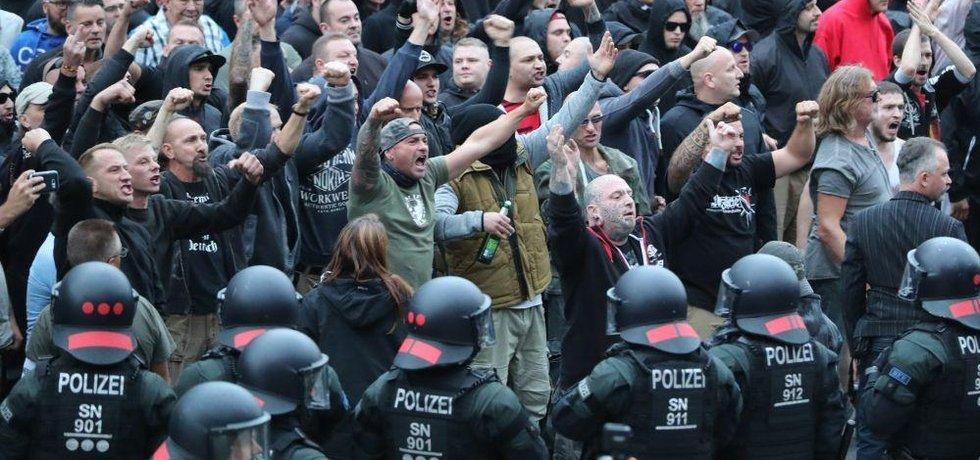 nepokoje, nepokoje 19 příliš mladých online datování