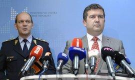 Ministr vnitra Jan Hamáček a první náměstek policejního prezidenta Martin Vondrášek