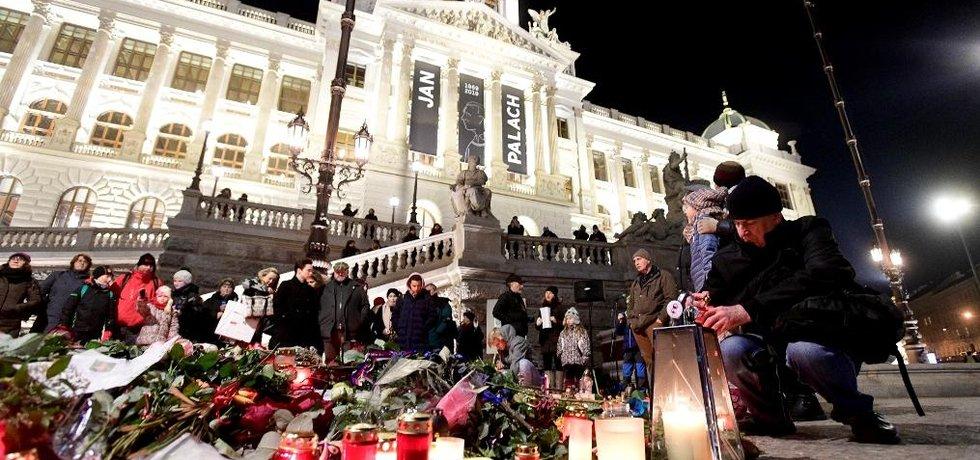 Pieta u příležitosti 50. výročí úmrtí Jana Palacha.