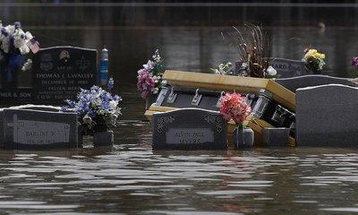 Zaplavený hřbitov, ilustrační foto