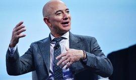Průnik do uzavřeného klubu: Bezos chce koupit tým amerického fotbalu