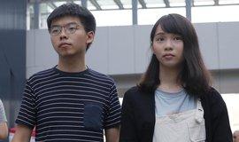Aktivisté Joshua Wong a Agnes Chowová