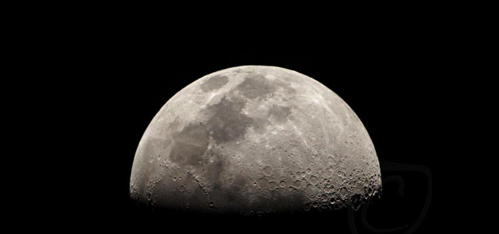 Pohled na Měsíc