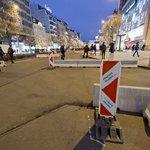 Zátarasy brání i vjezdu do dolní části Václavského náměstí.