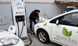 Slovensko spouští dotace na elektromobily: zájemci dostanou přes 200 tisíc. Česko zaostává
