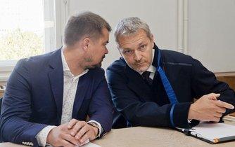 Lobbista Marek Dalík (vlevo) se svým obhájcem Vlastimilem Rampulou