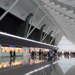 2. Taoyuan (Tchajwan) – kvalita: 4,4, cena: 4,1, rozmanitost: 2,69, celkem: 4,1. Tchajwanské letiště za tím tokijským příliš nezaostává, ze všech hodnocených letišť se pyšní druhou nejvyšší kvalitou a druhou nejpřijatelnější cenou. Nejlépe hodnocená restaurace: Chun Shui Tang.