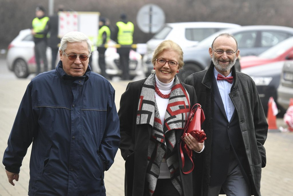 Bývalý ministr dopravy Jaromír Schling přišel podpořit Miloše Zemana