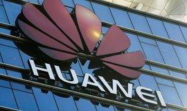 Zaměstnanci firmy Huawei spolupracovali s čínskou armádou, píše Bloomberg