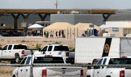 Záchytné centrum pro mladistvé imigranty na mexicko-americké hranici v Texasu.