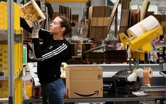 Zaměstnankyně Amazonu - ilustrační foto