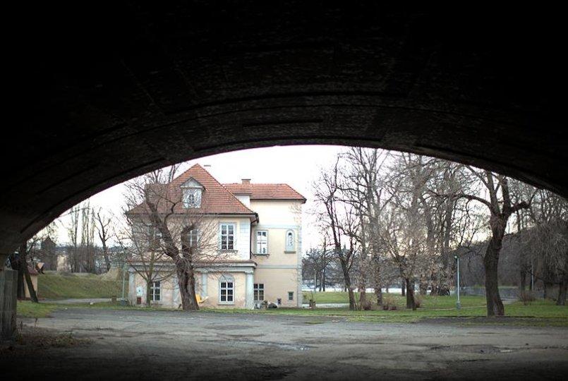Vila Štvanice a divadelní soubor Tygr v tísni zvou na hru Synáčci