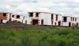 Rozestavěné rodinné domy - ilustrační foto