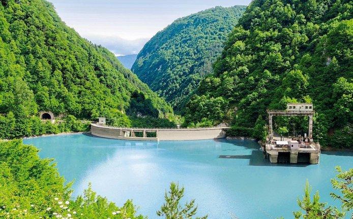 Energie z Kavkazu. Vodní elektrárna Lajanuri (112,5 megawattu) je jednou z 15 vodních elektráren, které vlastní česká firemní skupina Energo-Pro v Gruzii.