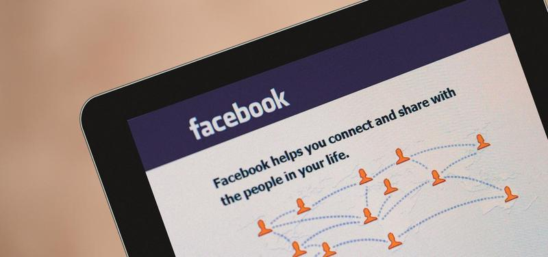 *Facebook, sociální síť, internet, počítač, tablet