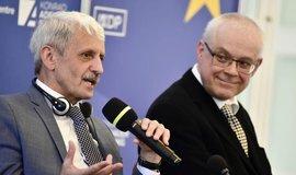 Bývalý slovenský premiér Mikoláš Dzurinda  a bývalý český premiér Vladimír Špidla