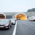Na nový a poslední úsek dálnice D8 se v sobotu dostaly první automobily.