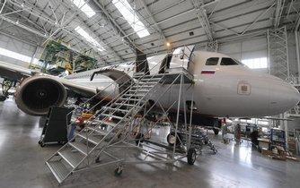 Společnost Job Air Technic, která na letišti v Mošnově na Novojičínsku opravuje letadla (na snímku z 6. března), je v úpadku