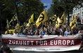 Pochod extrémní pravice v červnu 2017 v Berlíně. Varují před islamizací západní Evropy.