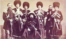 V zajetí. Imám Šamil vedl Severokavkazany v bojích proti Rusům celé čtvrtstoletí. Roku 1859 se vzdal a o 12 let později zemřel v arabské Medině