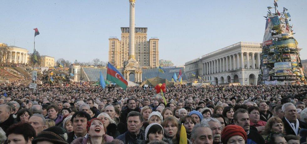 Proukrajinská demonstrace na náměstí Nezávislosti v Kyjevě - ilustrační foto