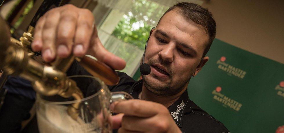 Michal Prokeš je nejlepší v čepování plzeňského ležáku. (Zdroj: Pilsner Urquell)