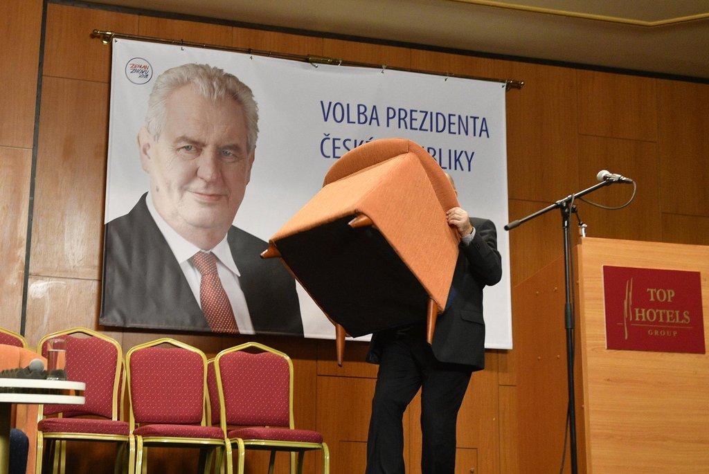 Ve štábu Miloše Zemana panuje čilý ruch