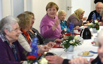 Angela Merkelová v domově důchodců v Kielu