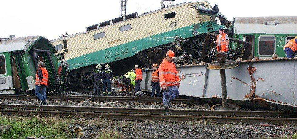Následky tragické železniční nehody ve Studénce v roce 2008