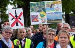 Protest proti výstavbě nových větrných turbín, ilustrační foto
