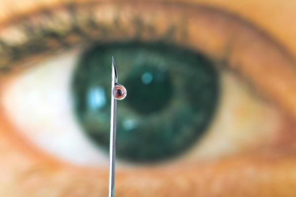 oko, jehla, očkování, vacína, vakcinace