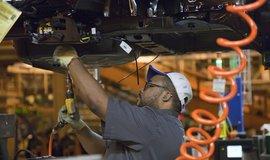 Dělník v továrně General Motors, ilustrační foto